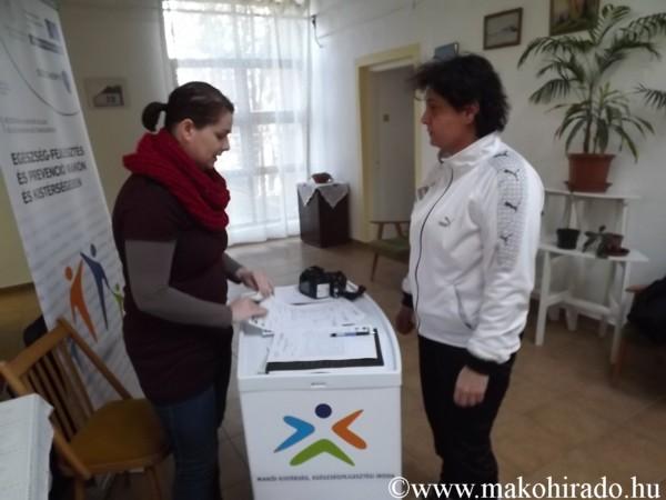 Almát is kaptak a magyarcsanádi egészségszűrés résztvevői